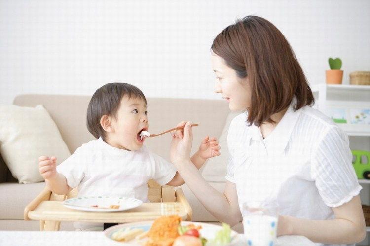 Tìm người chăm em bé ngày tết có đắt hay không?